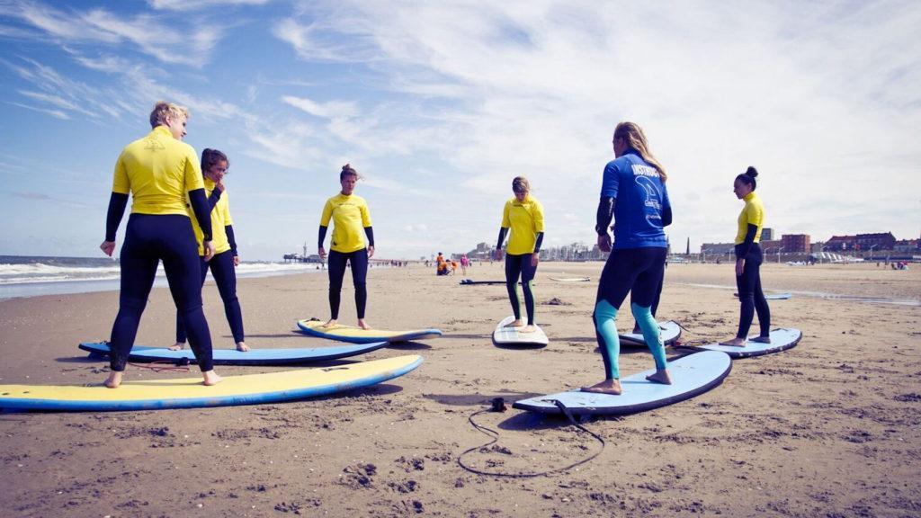 groepsles surfen
